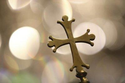 От днес църквите в Гърция отварят за масови посещения