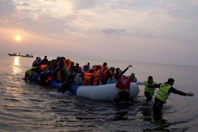 Лодка с 36 мигранти пристигна на остров Лесбос