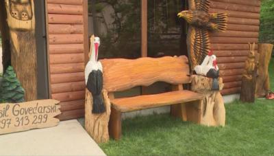Музей с дървени фигури на животни в село Овчарци