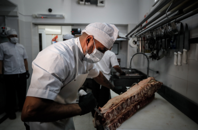 Германия забранява временни работници в месопреработвателната индустрия