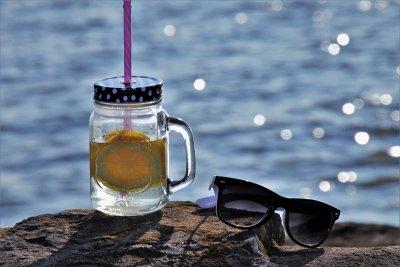 #60 секунди без COVID-19: Идва време за море и плаж. Какви слънчеви очила да носим
