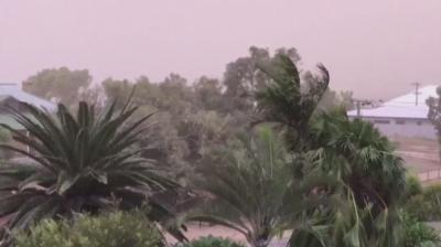 Мощна буря вилнее из Западна Австралия
