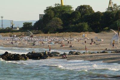 На плажа – по спасител на пост. БЧК се възпротиви