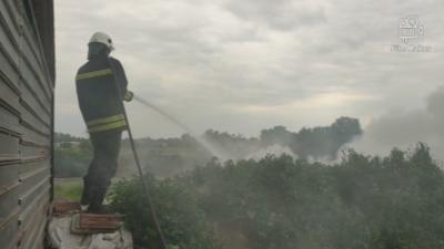 Пожарникарите в Пловдив на крак заради запалени гуми в Столипиново