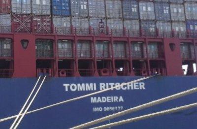 Освободеният български моряк вече е в Европа. Идва си до дни