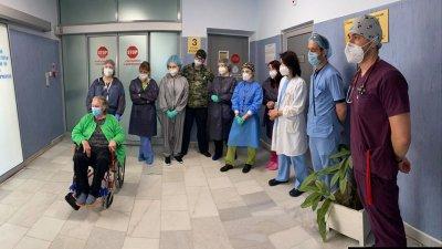 Рекордьор! Изписаха леля Здравка след 33 дни в реанимация заради COVID-19