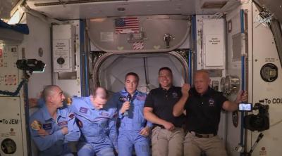 НА ЖИВО: Посрещнаха астронавтите Дъглас Хърли и Робърт Бенкен на МКС