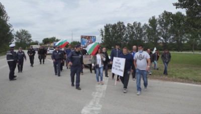 Протест срещу свинеферма в Дунавци