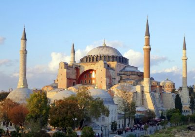 """Турция и Гърция си размениха реплики за съдбата на """"Света София"""""""