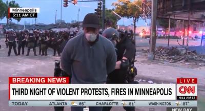 Репортер на Си Ен Ен беше арестуван на живо в ефир по време на протестите в Минеаполис