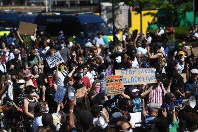 Ожесточават се протестите срещу полицейското насилие в САЩ
