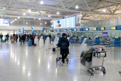 7-дневната карантина за всички пристигащи с полети в Гърция остава до 15 юни
