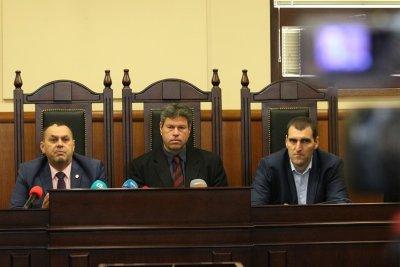 """Задържаните полицаи от """"Калотина"""" изпирали подкупи през столично заведение"""