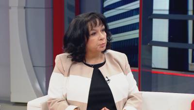 Министър Петкова: Около средата на юли ще е ясно колко са надвзетите пари за газ и парно