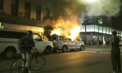 Протестите в Ню Йорк прераснаха в бунтове, мародерства... Следете на живо