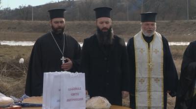 Българската патриаршия дари храна на пострадалите от наводненията в Батановци