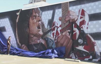 В Холивуд почетоха Еди Ван Хален с гигантски графит
