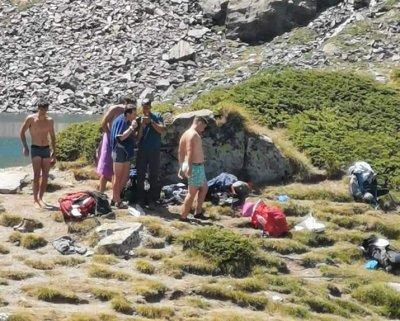 Младежи се къпаха в едно от Рилските езера