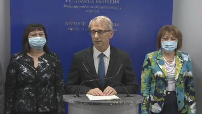 Проф. Денков: Има плавно нарастване на случаите в училищата, което не е тревожно