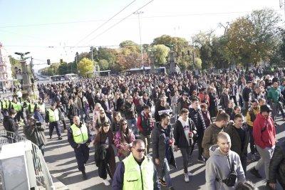 Представители на бизнеса протестираха срещу зеления сертификат (обобщение)