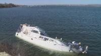 Силен вятър потопи лодка във Варненското езеро