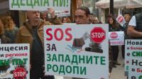 Протест срещу кариерата за инертни материали в Белащица
