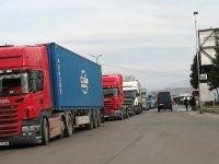 """снимка 2 4 км колона от камиони се образува на """"Кулата"""""""