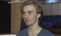 Младеж се дипломира като актьор преди да е завършил училище