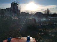 снимка 3 Сухи треви горят в района на Гребната база в Пловдив