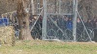 Хиляди мигранти остават блокирани на границата с Турция