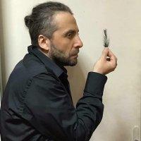 Мариус Куркински с онлайн премиера в Деня на театъра