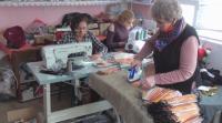 Семейство от ромския квартал във Видин осигурява безплатно маски за жителите