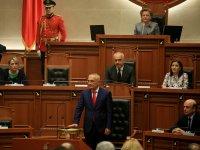 Албанските депутати намалиха заплатите си наполовина за 3 месеца