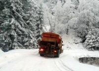 АПИ: 220 машини почистват пътищата в районите със снеговалеж