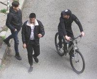снимка 8 Група младежи се събира в столична градинка въпреки забраните(СНИМКИ)