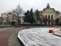 Мрачен и леко снежен Пловдив (СНИМКИ)