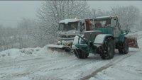 Ограничават движението по пътя Лъки-Рожен заради снегонавявания