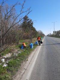 снимка 1 Почистиха 16 тона отпадъци в участъка между Русе и Мартен