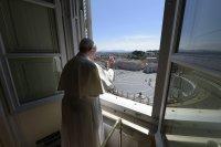 Папа Франциск: Нека се молим за хората, изпълнени с тъга