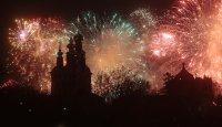 Пищни фойерверки белязаха края на Деня на победата в Москва