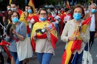 Социалната изолация предизвика напрежение и протести по света