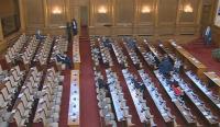 Депутатите разглеждат на първо четене намаляването на ДДС за ресторанти и за книги с 9%