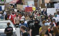 Сблъсъци в Минеаполис заради смъртта на чернокож при полицейски арест