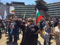 """снимка 5 Протест на Мая Манолова и """"Системата ни убива"""" срещу управляващите"""