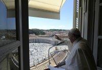 """Папа Франциск с първо послание пред публика на площад """"Свети Петър"""""""