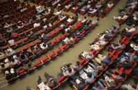 Разрешават провеждането на конгресно-конферентни мероприятия, семинари и изложения
