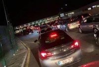 Карантината ги стресна! Километрични опашки на границата ни с Гърция