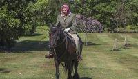 Кралица Елизабет II с първа публична поява от 19 март и то на кон