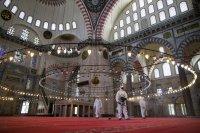 В Турция отварят джамиите, в Австрия - хотелите